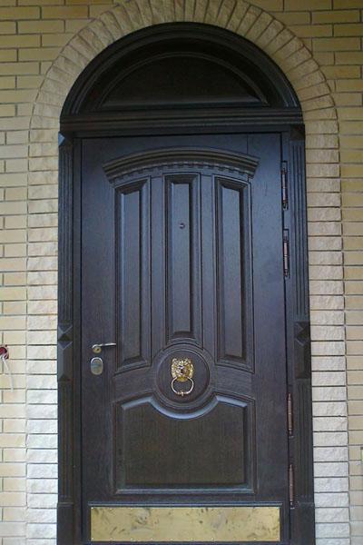 установка входную дверь в коттедж